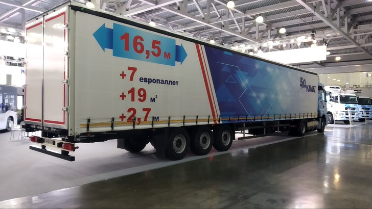 """""""НЕФАЗ"""" запустил в производство новый шторный полуприцеп"""