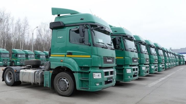 «КАМАЗ» передал в лизинг «ИТЕКО Россия» 500 седельных тягачей КАМАЗ-5490 и полуприцепов