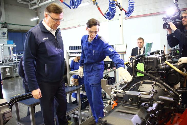 На заводе двигателей ПАО «КАМАЗ» представили окрасочную линию силовых агрегатов V8 и Р6