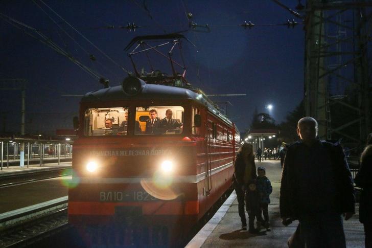 Первый пассажирский поезд пришёл в Крым