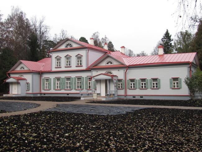 http://hotkovo.net.ru/general_news/2013/october/abramcevo_otkritie_usadebnogo_doma_10_10_2013_13.JPG