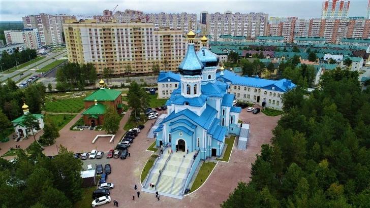 В Сургуте освятили главный храм женского монастыря