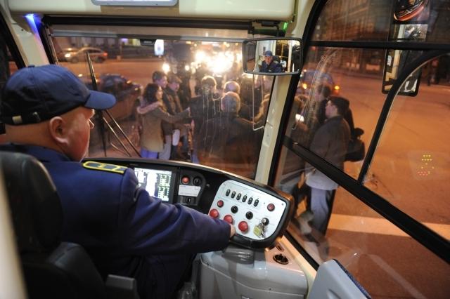 Шестидверный трамвай длиной