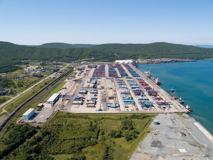 Вид на место под строительство завода со стороны порта Восточный в Находке