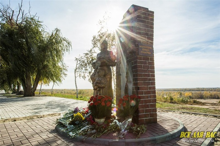 Мемориальный одиночный комплекс с крестом Берёзовский, Кемеровская обл. великий новгород ритуал памятники на могилу фото и цены