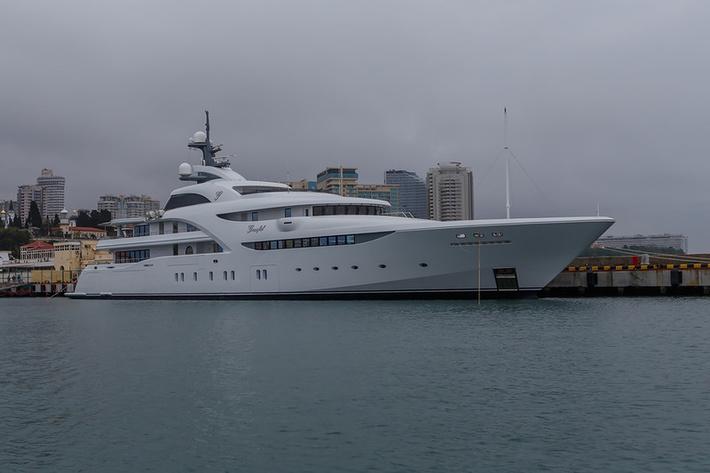 Яхта Graceful, построенная Севмашем, в Сочи.  Шок!!!