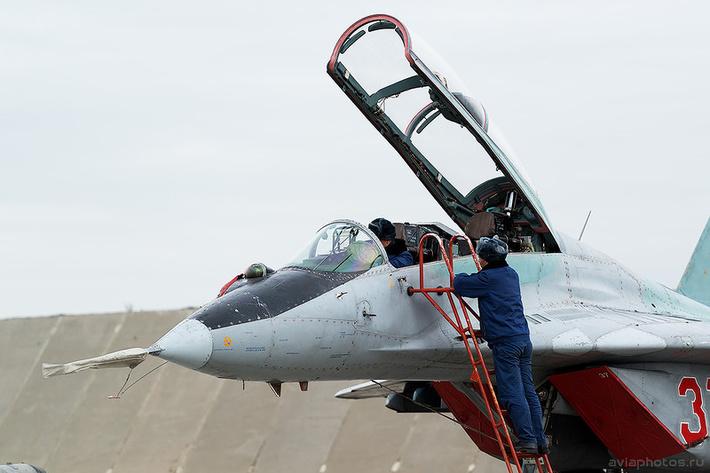 Микоян-Гуревич МиГ-29УБ (RF-92266 / 37 красный) ВКС России 0063_D805785
