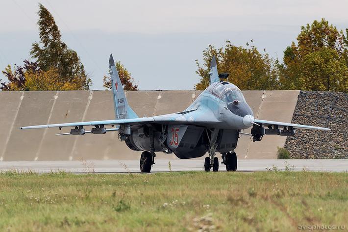 Микоян-Гуревич МиГ-29УБ (RF-92268 / 35 красный) ВКС России 0166_D805884