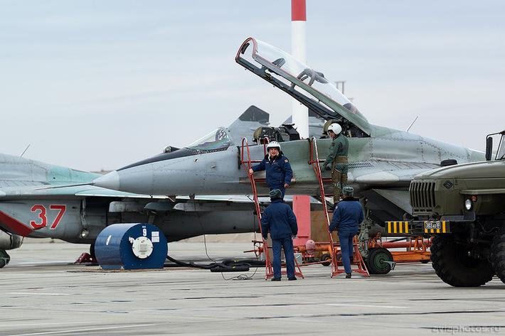 Микоян-Гуревич МиГ-29УБ (RF-92269 / 33 красный) ВКС России 0079_D805801