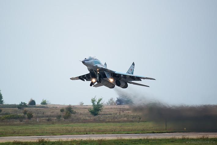 Микоян-Гуревич МиГ-29УБ (RF-92139 / 17 синий) ВКС России 0205_D805923