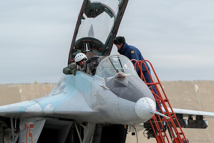 Микоян-Гуревич МиГ-29УБ (RF-92268 / 35 красный) ВКС России 0095_D805817