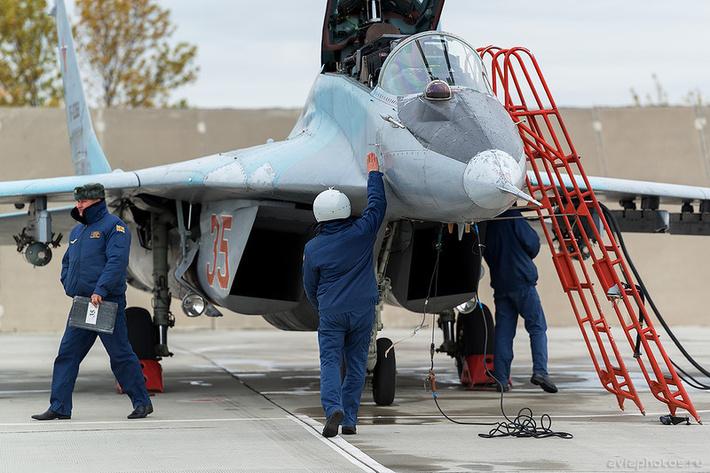 Микоян-Гуревич МиГ-29УБ (RF-92268 / 35 красный) ВКС России 0072_D805794