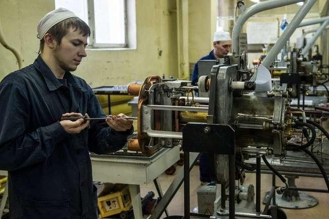 Цех сборки технологических узлов. Источники и приёмники установки СУ-20 © ИТАР-ТАСС/Донат Сорокин