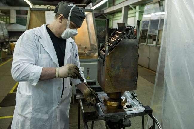Участок разборки технологических узлов и их химической обработки (очистки). © ИТАР-ТАСС/Донат Сорокин