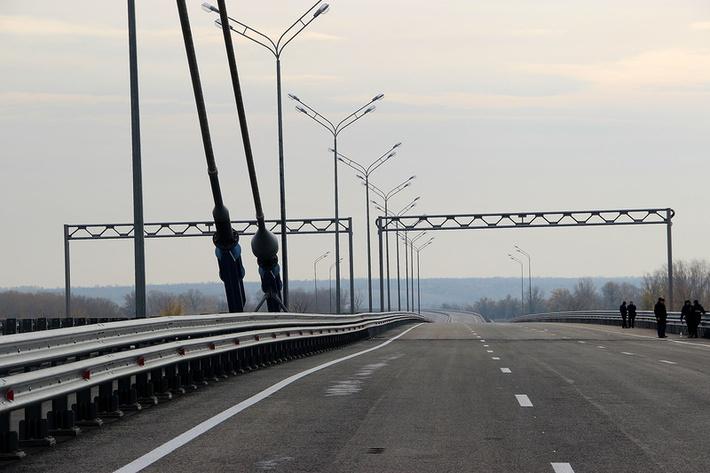 Самару, рядом с мостом по