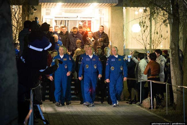Космонавты Роскосмоса Александр Скворцов, Олег Артемьев и астронавт NASA Стивен Свонсон.