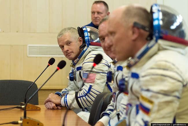 Бортинженер ТПК «Союз ТМА-М», бортинженер МКС-39, командир МКС-40 астронавт NASA Стивен Свонсон.