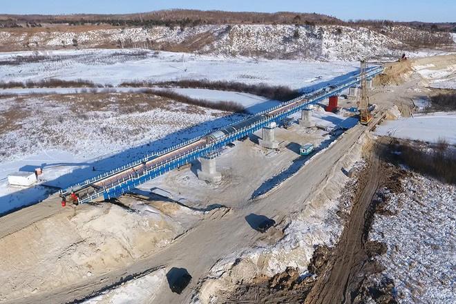 Через реку Большая Пёра построен железнодорожный мост