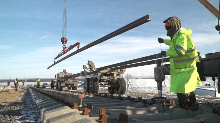 В Крыму уложили первый километр железной дороги на подходе к Крымскому мосту