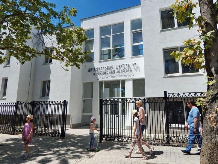 Застройщик подарил Севастополю на День города музыкальную школу