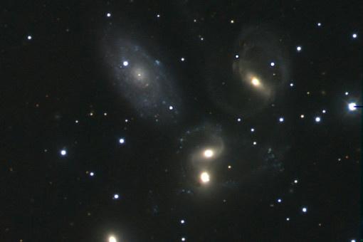 Одно из первых изображений, полученных на телескопе КГО: группа из пяти галактик в созвездии Пегаса (Квинтет Стефана)