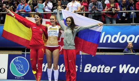 Руфь Бейтиа (третье место), Камила Лицьвинко и Мария Кучина - первое место (слева направо)