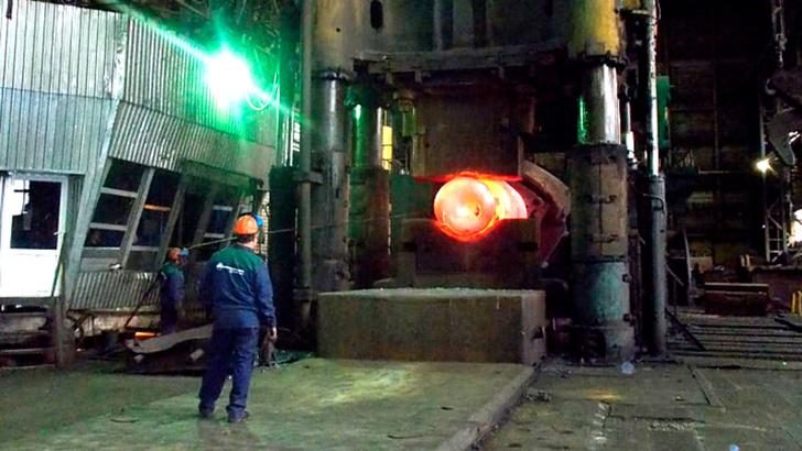 В цеху Чепецкого механического завода (ЧМЗ). Фото автора