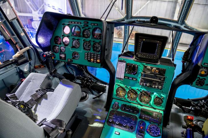 Комплектация пилотской кабины – традиционная, но с применением современных материалов