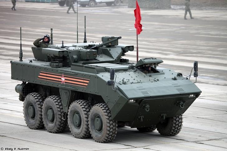 Заводские испытания бронетехники на платформе «Бумеранг» идут по графику