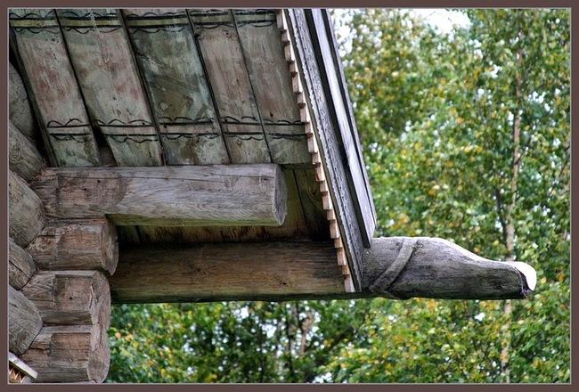 Фрагмент конструкции покрытия деревянного дома