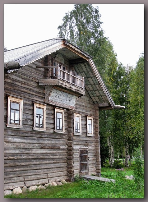 Один из перевезенных домов Архангельской или Вологодской областей