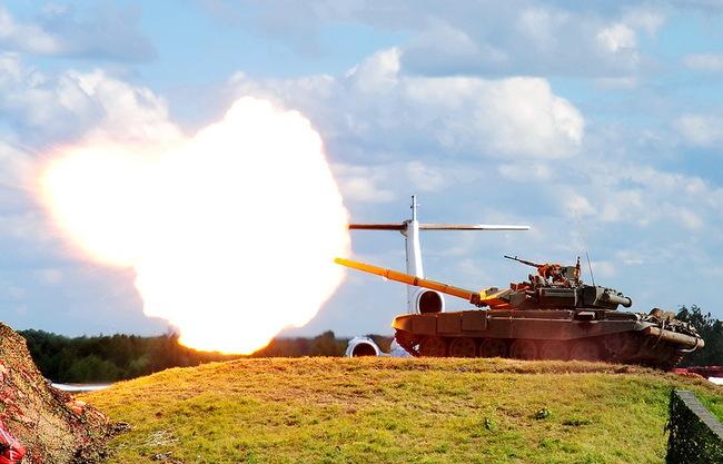 Огонь ведет Т-90