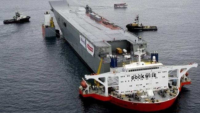 Австралия-транспортировка десантного корабля