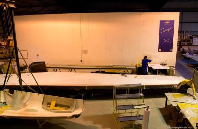 Уже началась подготовка к его изготовлению, вот, в частности макет будущего крыла. Самолет будет более большим и мощным, с запасом топлива на 4000 км (на ЛА-8 запас топлива на 1200 км)