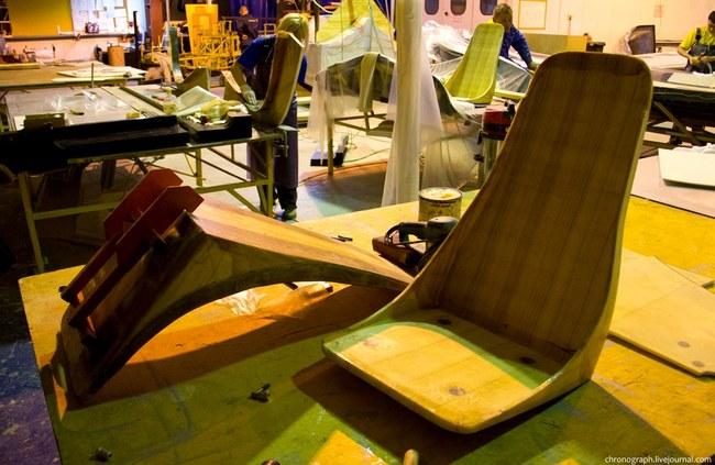 Основа сидений тоже из пенопласта, далее они обшиваются по заказу клиента.