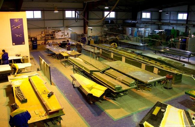 На этом участке как раз изготавливаются из пенопласта основные части самолета- крылья, хвост, кабину, днище и др.
