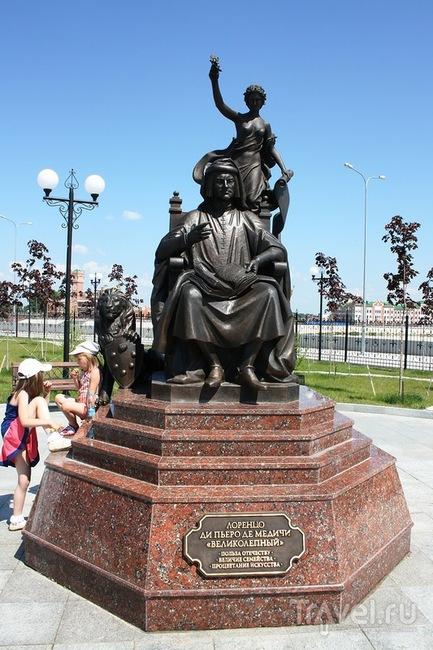 Памятник Лоренцо ди Пьеро де Медичи в Йошкар-Оле, Россия / Фото из России
