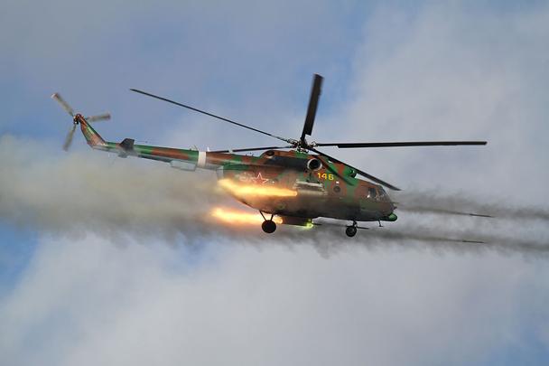 Ми-8 в воздухе. Стрельба неуправляемыми авиационными ракетами (НАР) С-8