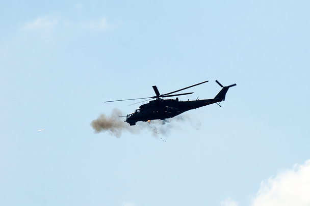 Стрельба из пушки вертолета Ми-24П
