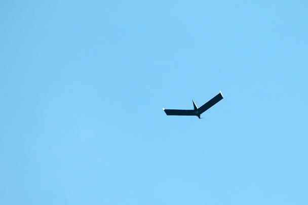 Беспилотный летательный аппарат с помощью видеокамеры оценивает точность выхода экипажей на цель