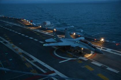 МиГ-29КУБ на палубе «Викрамадитьи»