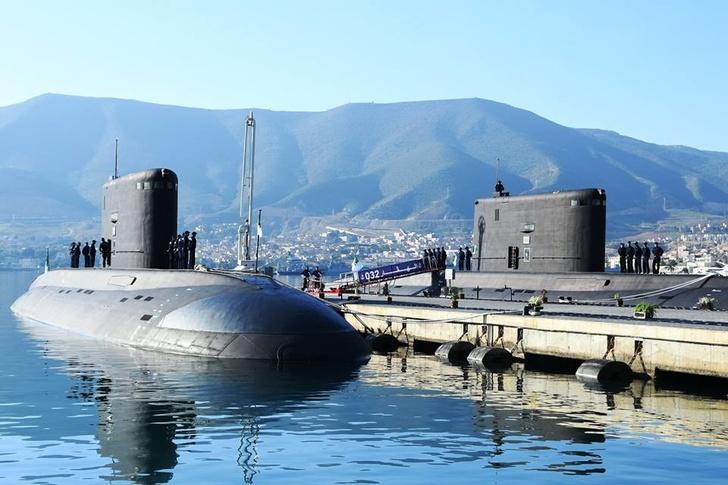 В состав ВМС Алжира введены две построенные в России новые подводные лодки проекта 06361