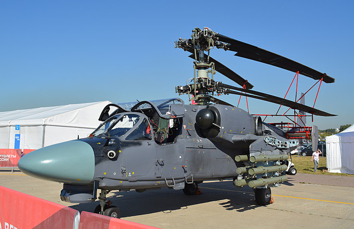 Один из опытных вертолетов Ка-52К, предположительно оснащенный новой оптико-электронной прицельной системой ОЭС-52, в экспозиции авиасалона МАКС-2015. Жуковский, 25.08.2015 (с) afirsov.livejournal.com