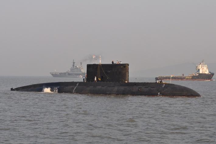 Индийская большая дизель-электрическая подводная лодка S 60Sindhukesari проекта 877ЭКМ. Мумбай, 18.12.2011 (с) JerryE /www.shipspotting.com