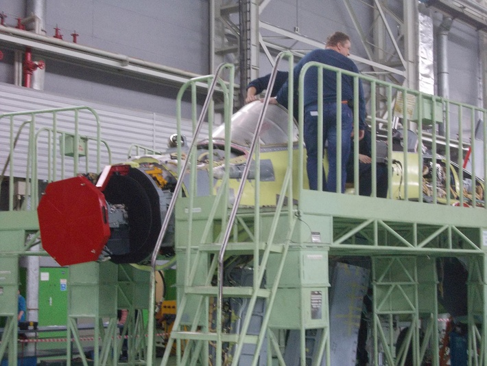 """Один из строящихся в цеху истребителей МиГ-29К для ВМС Индии уже оснащен РЛС """"Жук-МЭ"""". Луховицы, 17.03.2016 (с) bmpd"""