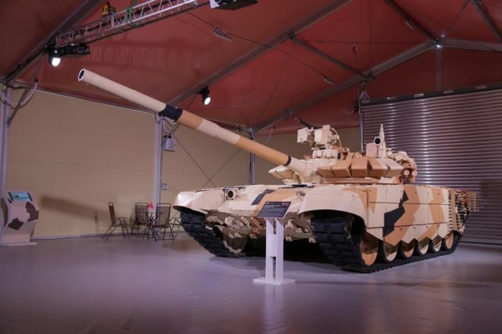 Натурный образец модернизированного танка Т-72 с новой системой управления огнём.