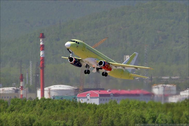 Очередной Superjet в небе над Комсомольском-на-Амуре