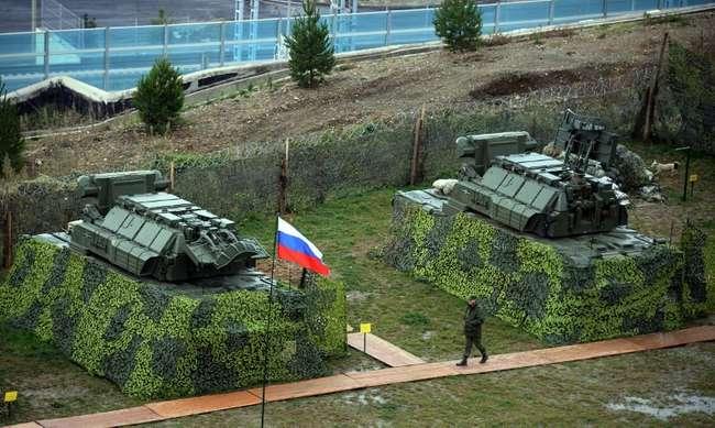 """ЗРК """"Тор-М2У"""" с новыми РЛС обнаружения целей и восемью ракетами 9М331"""