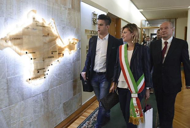 Участники итальянской делегации перед встречей с главой Республики Крым Сергеем Аксеновым в Симферополе