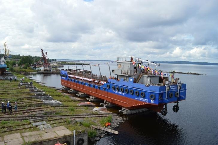 На Онежском ССЗ спущена на воду самоходная грунтоотвозная шаланда проекта НВ-600 «Морская»
